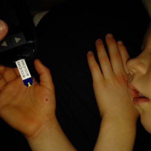 Tar blodsocker på sovande barn